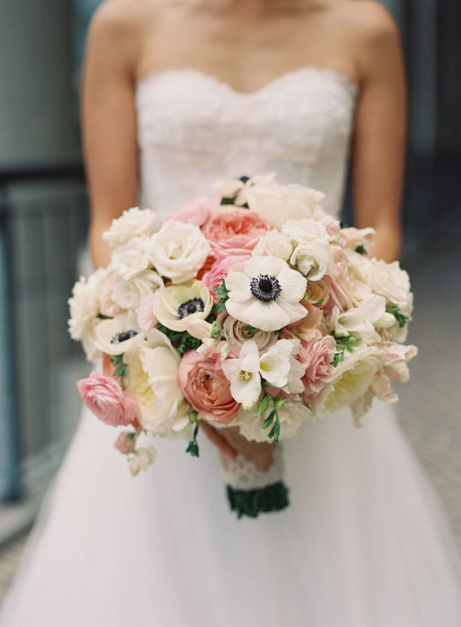 Blush wedding bouquet with hint of black for an elegant wedding | fabmood.com