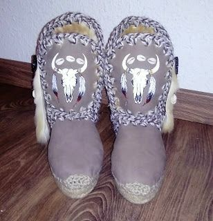 Sol Caleyo, diseños artesanales: Botas de piel hechas a mano , con trabajo de pintu...