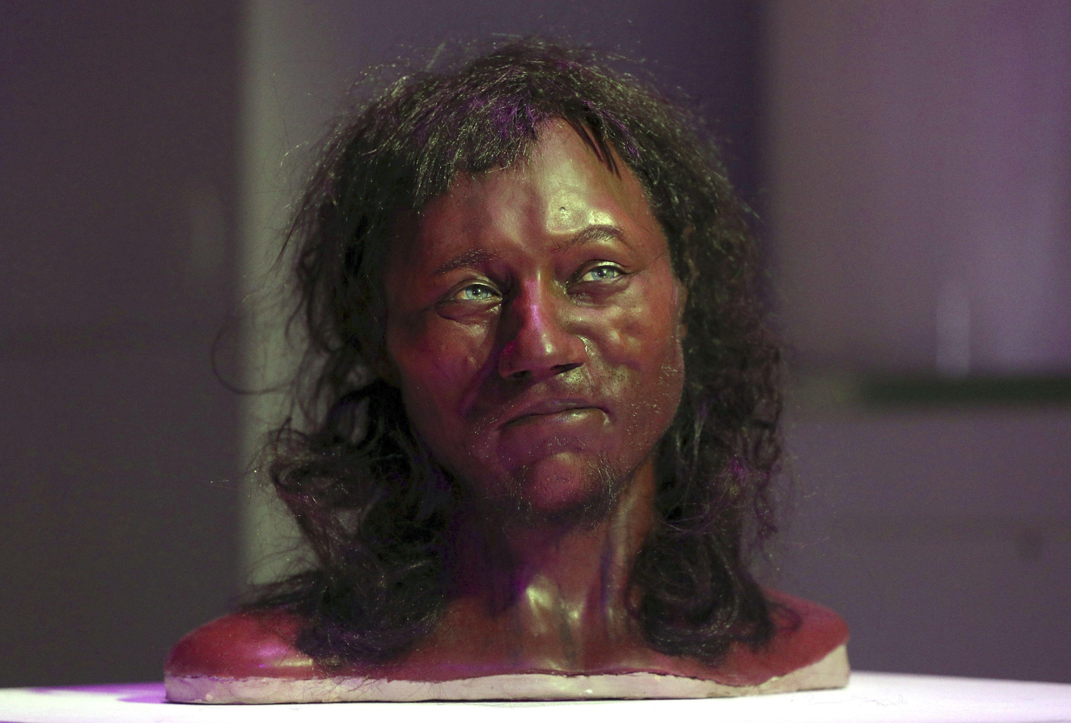 Dna Suggests 10 000 Year Old Brit Had Dark Skin Blue Eyes Dark