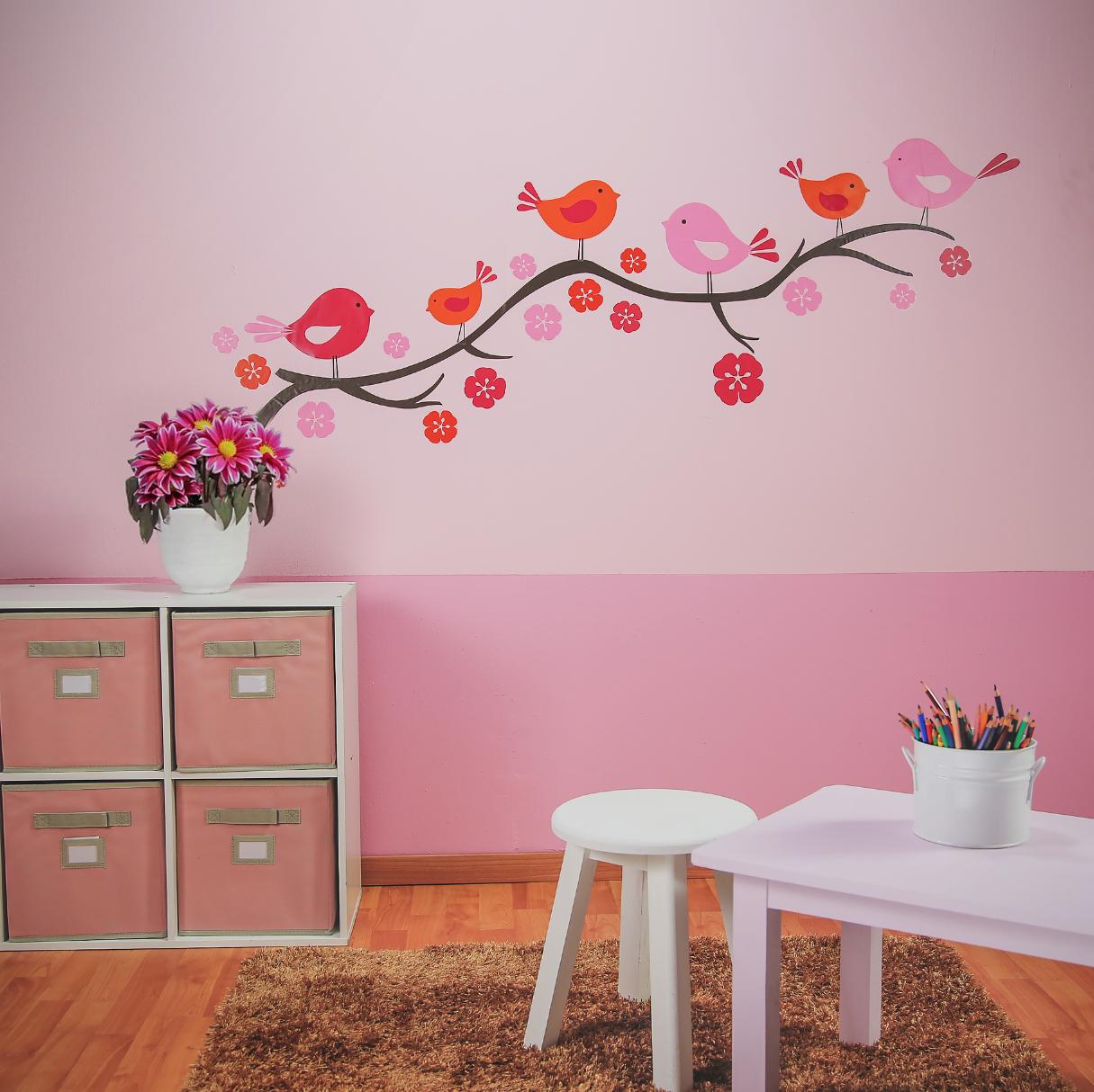 Crea un ambiente agradable en la habitaci n de las ni as for Disena tu propia habitacion