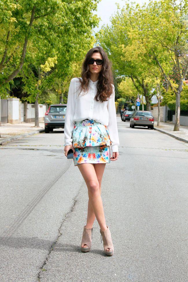 shirt w/ studded collar - printed frill skirt - peep toe wedge