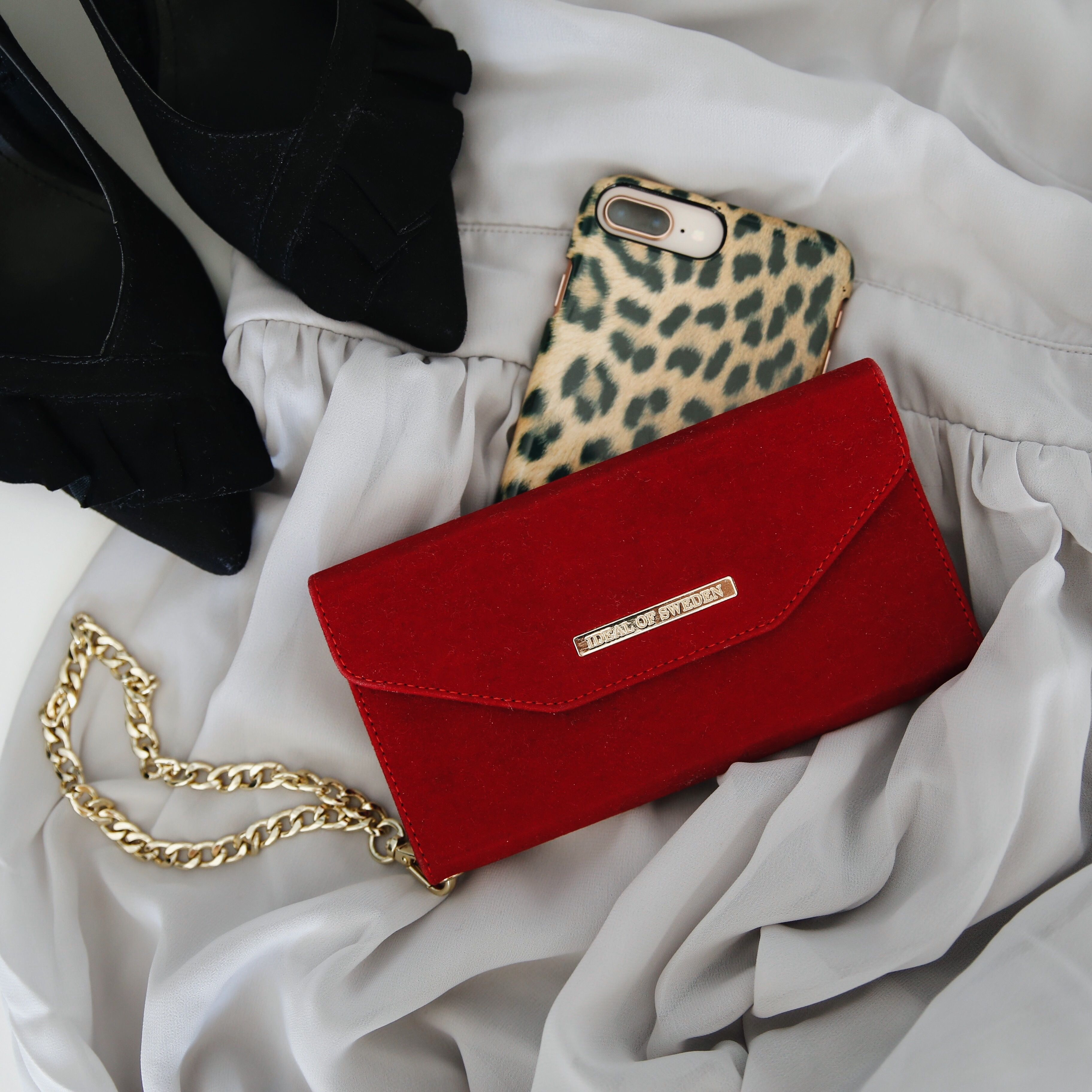 Mayfair Clutch Velvet red  idealofsweden  mayfairclutchvelvetred  fashion   inspo  luxury  iphone  spring  summer  shoes  details  phonecase   animalprint 74b049565327f