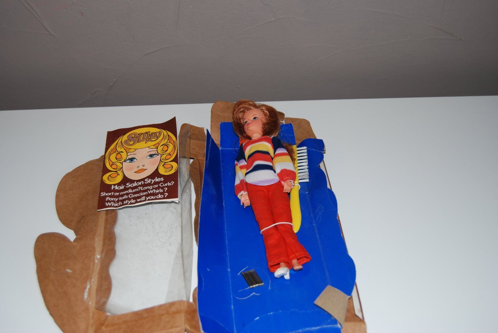 VINTAGE ALL ORIGINAL SILKY DOLL BY BRADGATE IN BOX - 9 1/2 INS 15.99+4.8