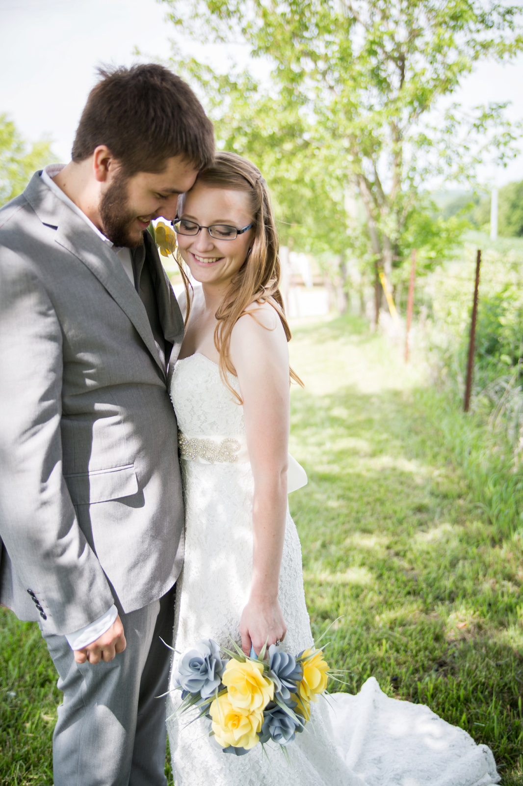 Wedding And Bridal Photography Pose Ideas Kansas City Photographer Country Wedding Cute Bridal Photography Poses Bridal Photography Wedding Photography