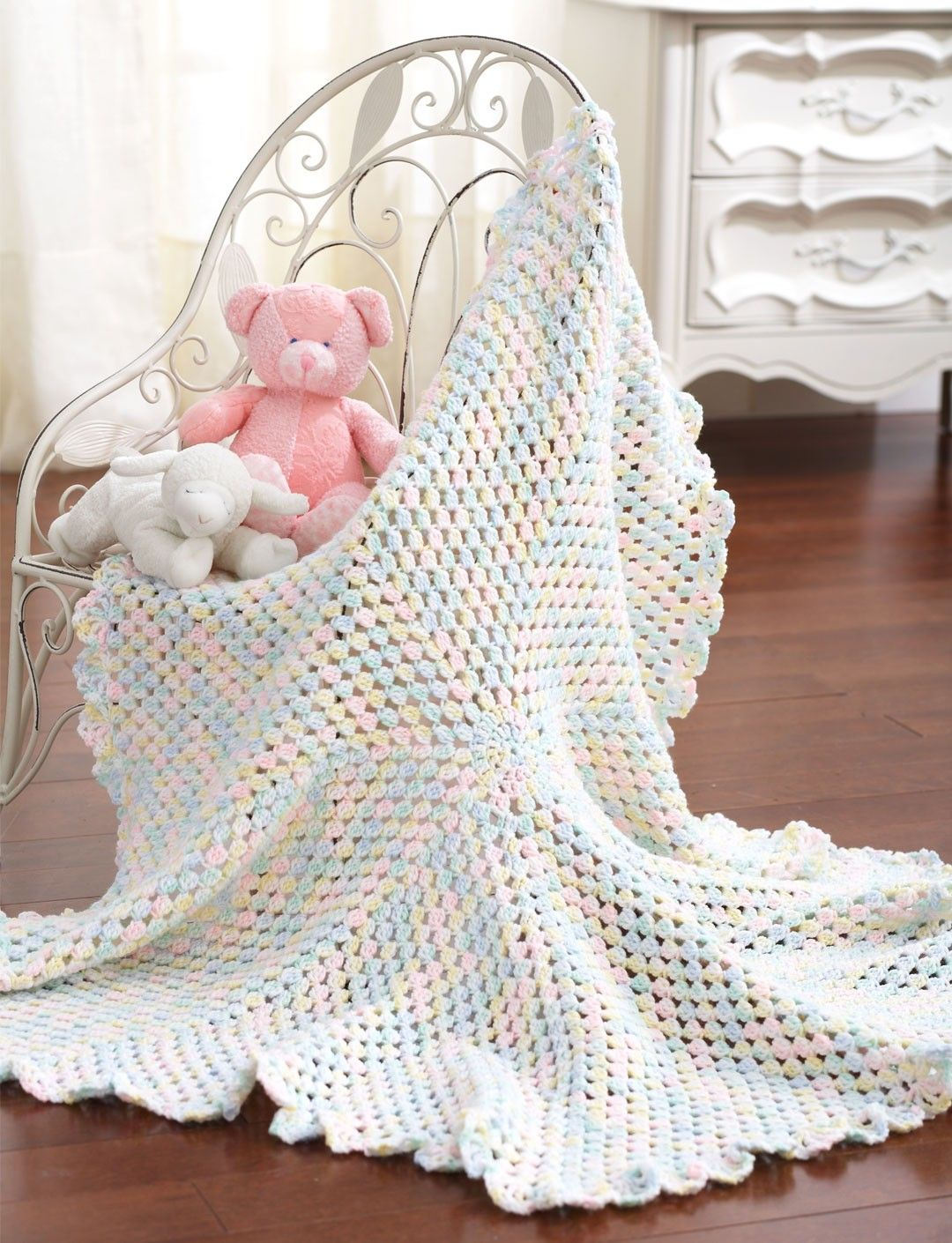 Yarnspirations.com - Bernat Round Blanket to Crochet - Patterns ...