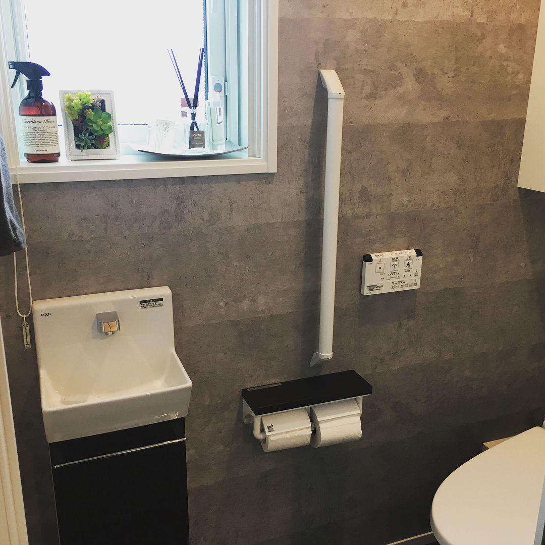 我が家の一階トイレ 一畳と狭いですが 我が家は十分です 1 2階とも西側にトイレがあり とても明るいです 一階はリクシルの自動開閉タイプのベーシアハーモです 自動開閉 旦那の強い希望でランクアップしましたが いざ使ってみると便利です Cmで100年キレイ