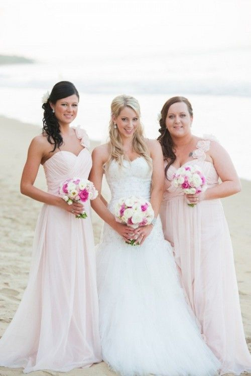 Braidsmaid Dresses and Beautiful Beach Wedding Dress