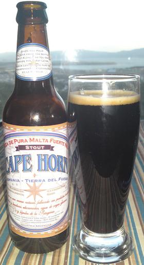 Cerveja Cape Horn Stout, estilo Dry Stout, produzida por Cerveceria Cape Horn, Argentina. 4.8% ABV de álcool.