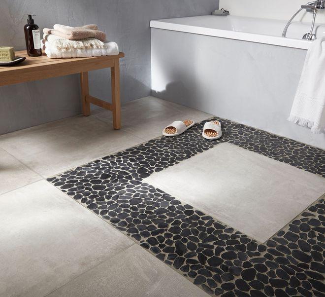 Revêtement de sol : un tapis de galet dans la salle de bains ...