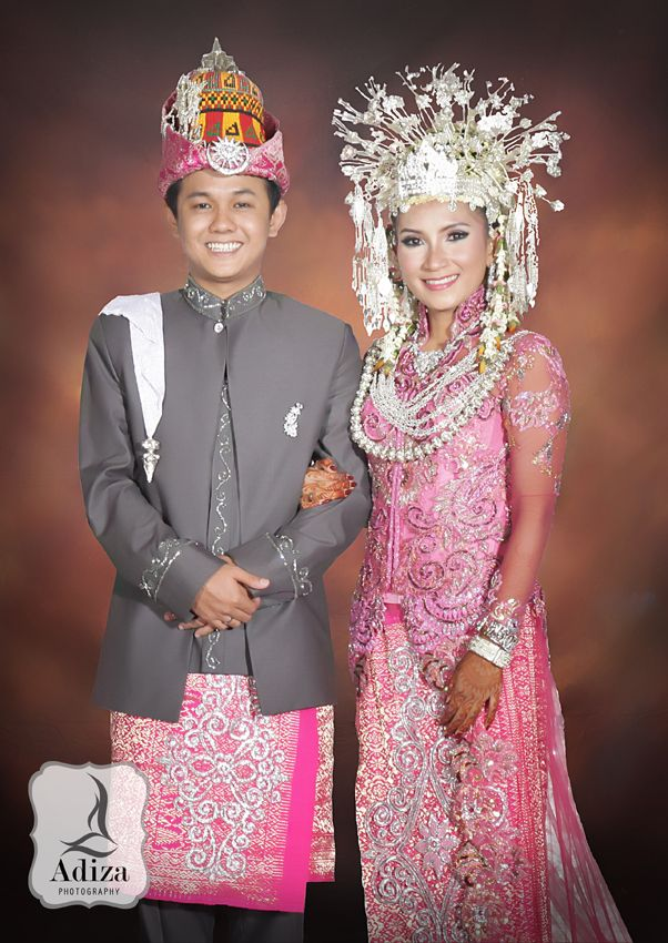 Modern Nanggroe Aceh Darussalam Wedding Outfit | NOIVAS-CASAMENTO 15 ...