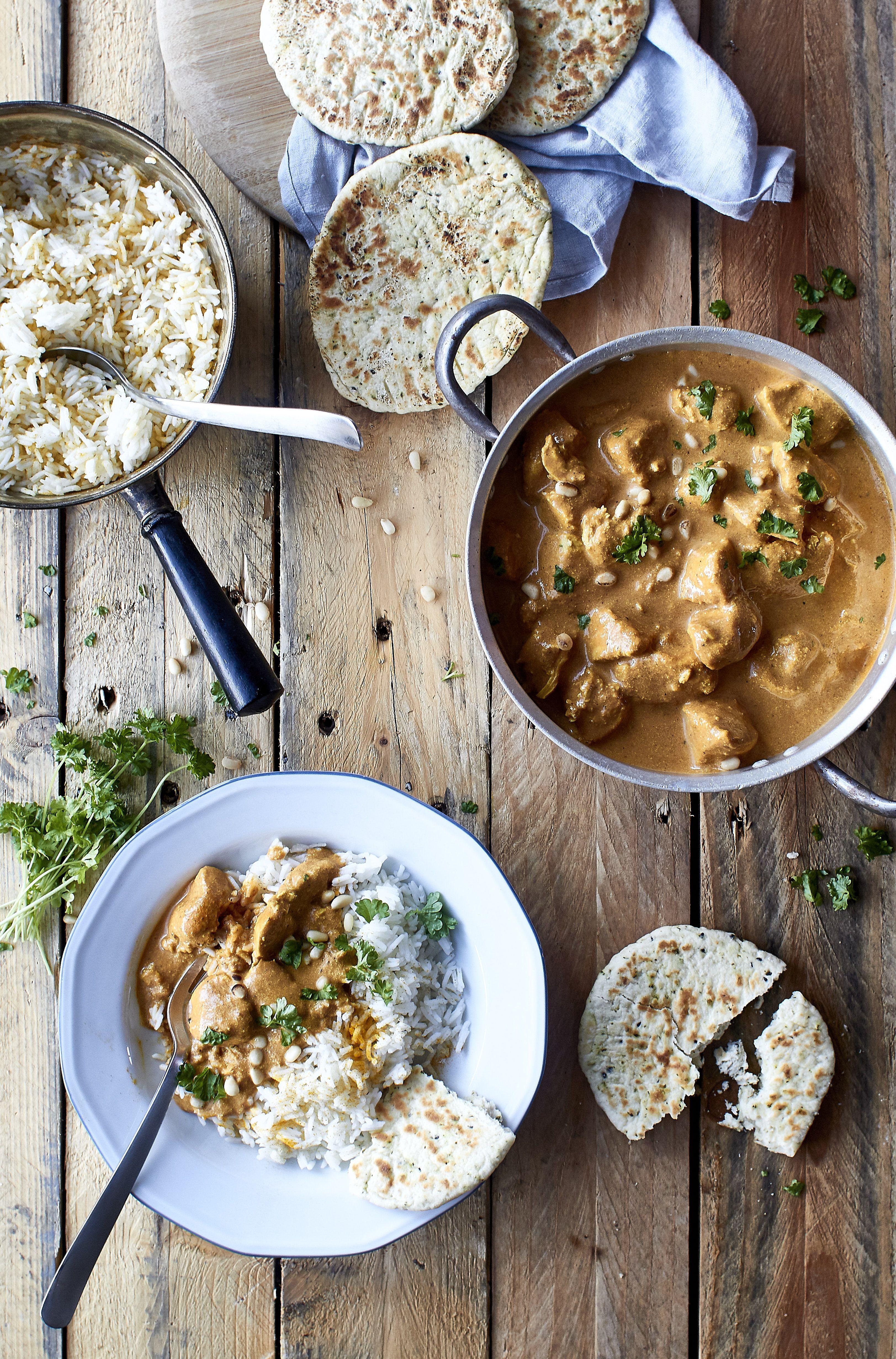 Lav lækker og nem indisk mad med opskrift på Butter Chicken. En indisk gryderet med kylling, som smager skønt af krydderier ex. garam masala