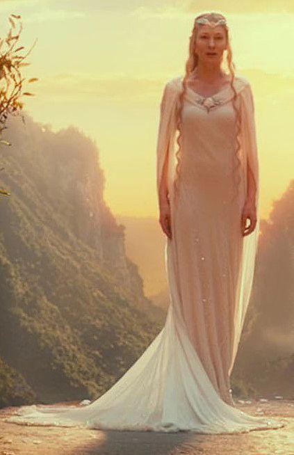Con En Trilogía HobbitUna El Que GaladrielVestido La Vemos N0nwPk8OXZ