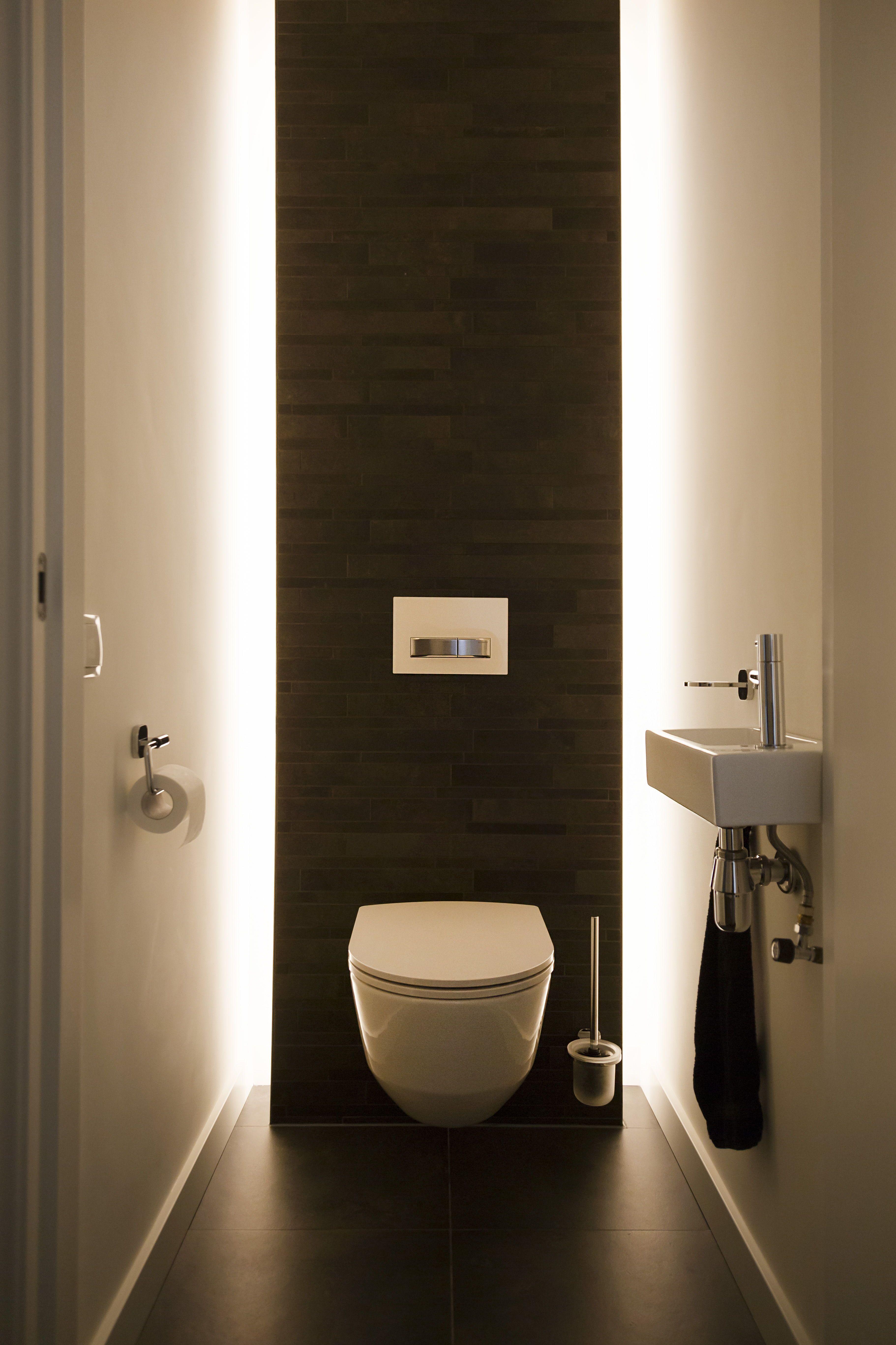 Home Decor Ideas Paint Ook De Wc Mag Stijlvol Zijn In Een Huis Het Versterkt Een Interieur Wanneer Elke Ru In 2020 Small Toilet Room Small Toilet Design Toilet Design