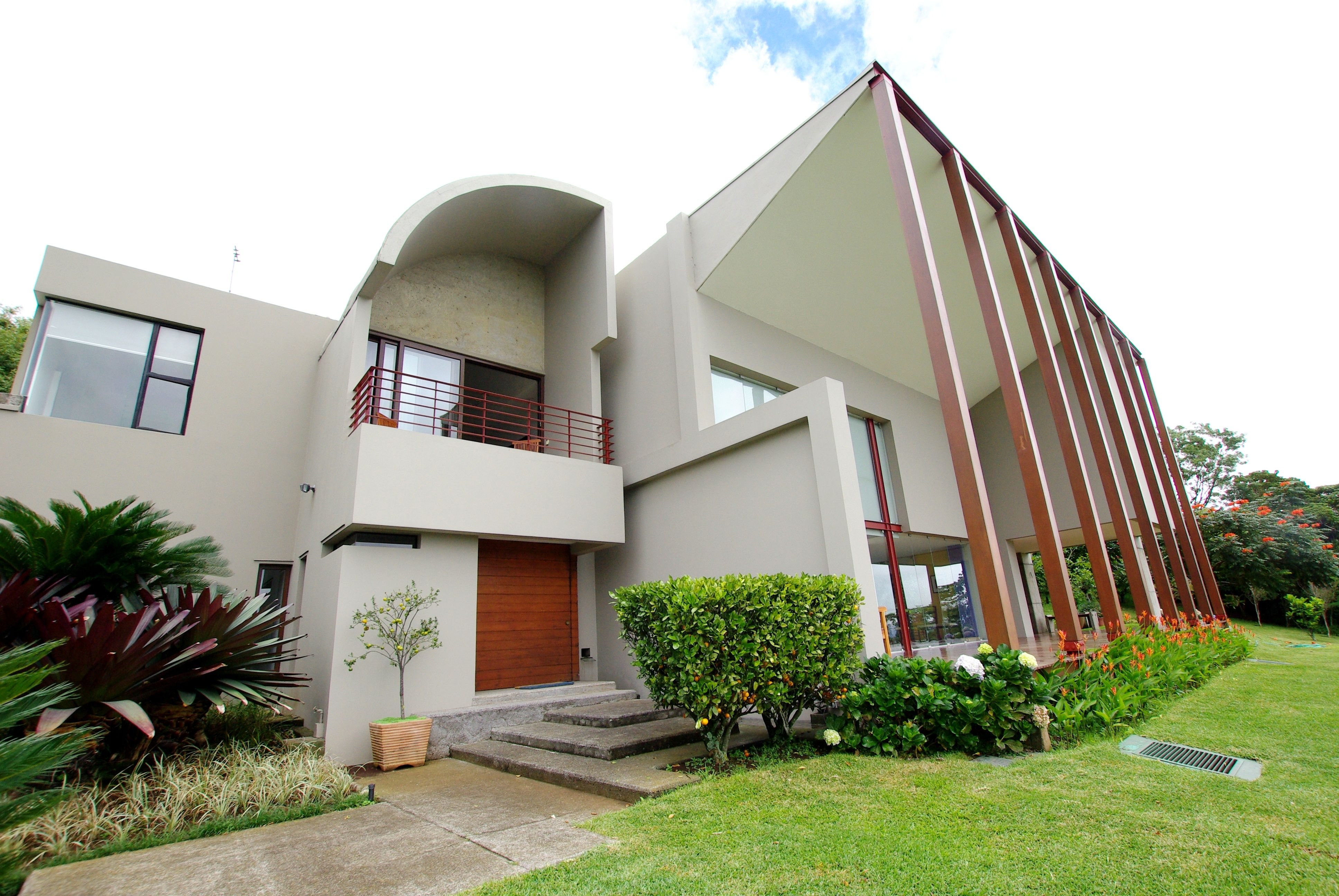 AWARD WINNING CONTEMPORARY ESCAZU HOUSE WITH AMAZING VIEWS: This unique property is a real dream for does looking for space, freedom and privacy.   http://costaricamilliondollarhomes.com/Casa-Award-Winning-Contemporary/index.html