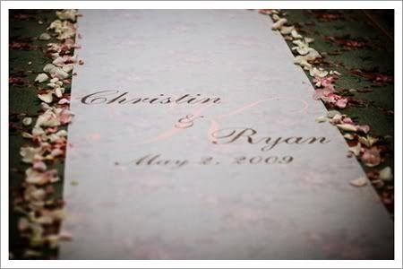 Alfombra para bodas personalizada {Foto, vía Proyect Wedding}