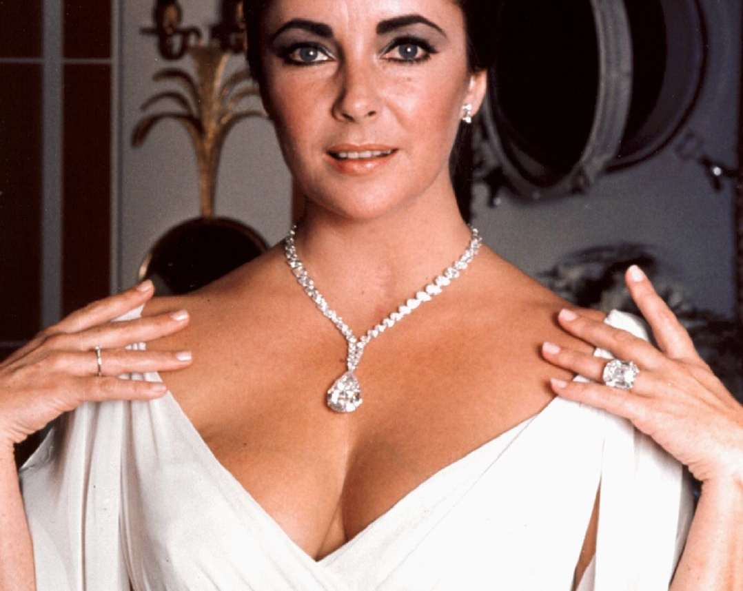 Elizabeth Taylor Wears The Asscher Cut Krupp Diamond Ring Along With The  Burtontaylor Diamond