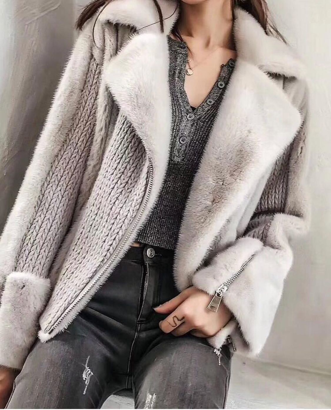 7afc1455 A grey sweater with faux collar and sleeves. Faux fur Зимняя Мода, Женская  Мода