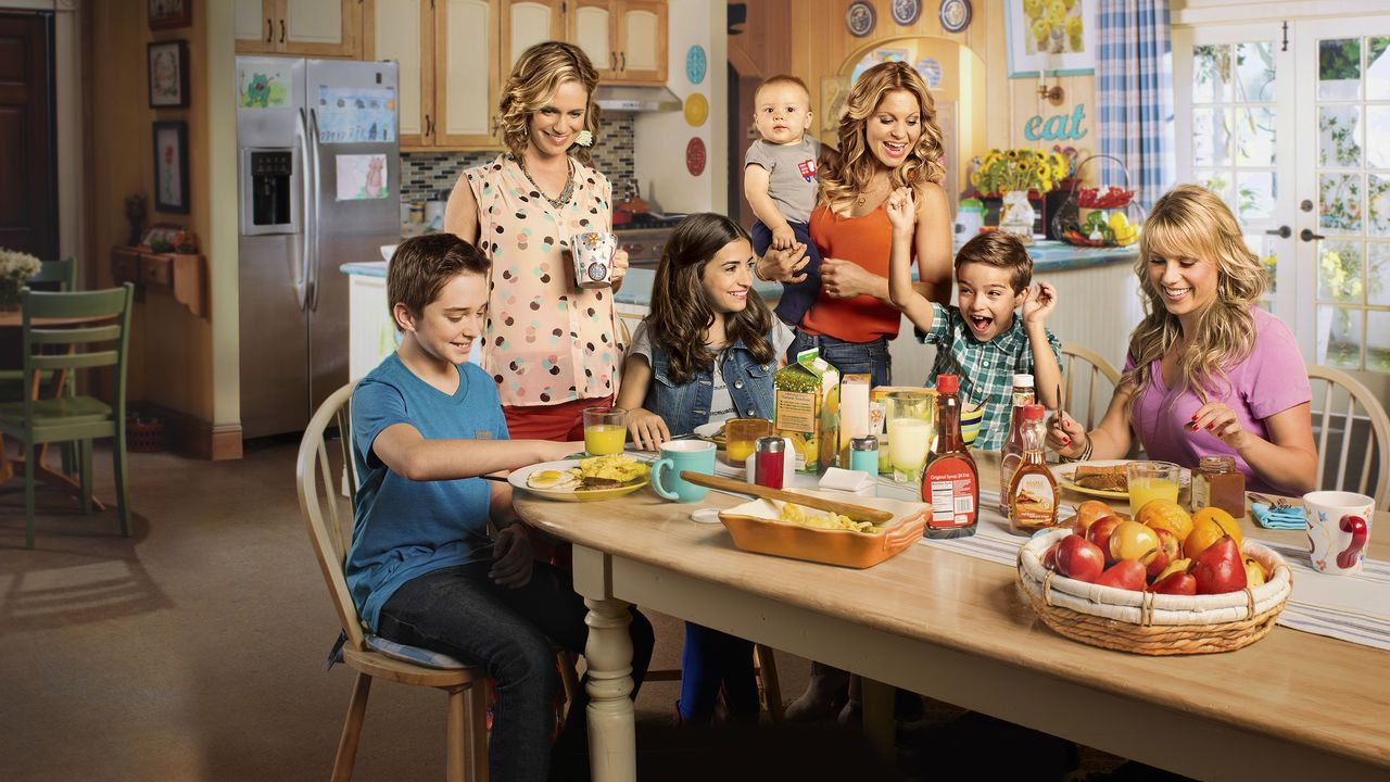 Fuller House in the kitchen