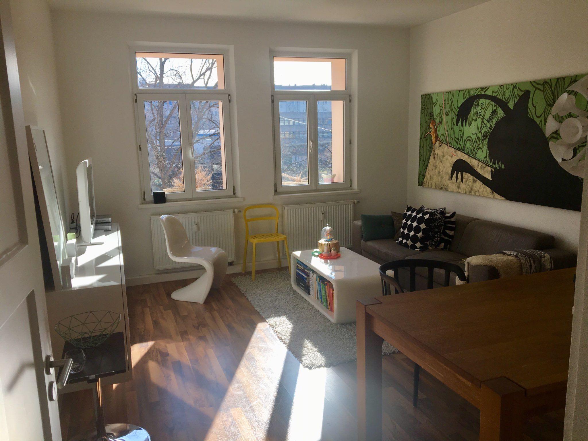 Dieses Wohn Und Esszimmer Befindet Sich In Der Frankischen Metropole Nurnberg In Dem Zimmer Findet Man Alles Was Man Brauch Wohnung Altbauwohnung Wohnen