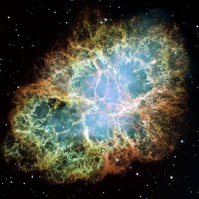 The Crab nebula: remnants of a supernova that was first observed around 1050 AD (nebulosa del Cangrejo: restos de una supernova que se observó por primera vez cerca del año 1050 d.C.).