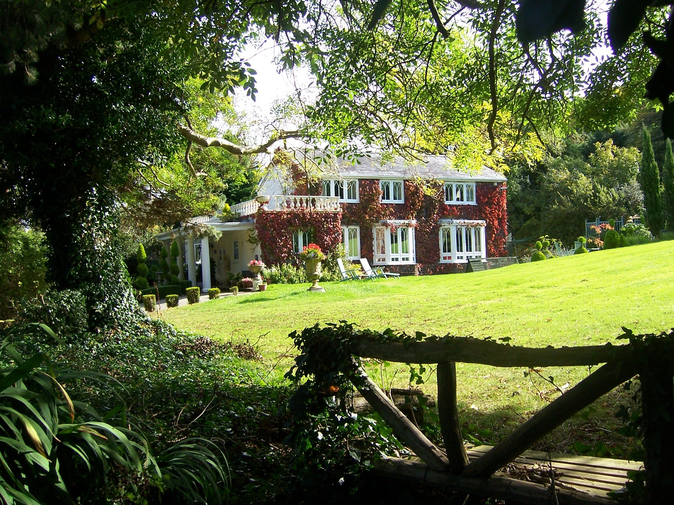Property image Sell property, Garden arch, Detached house