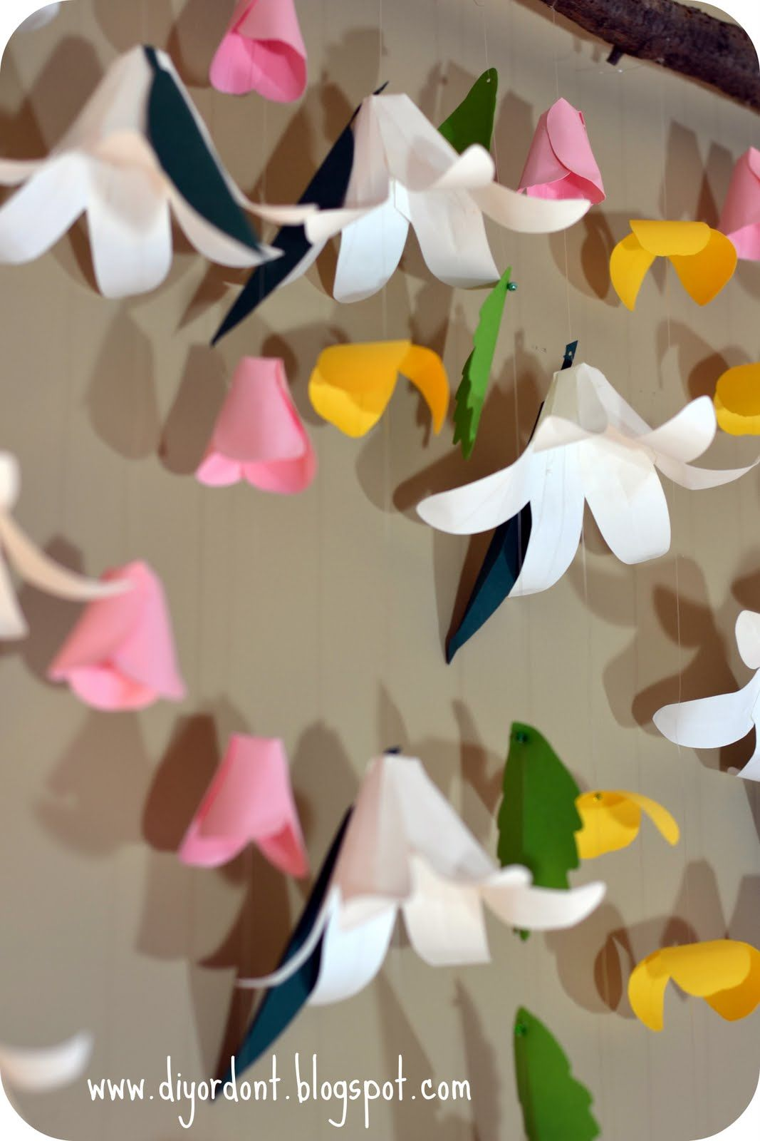 DIY or Don't!: {Challenge & Giveaway!} Easter Lily Backdrop