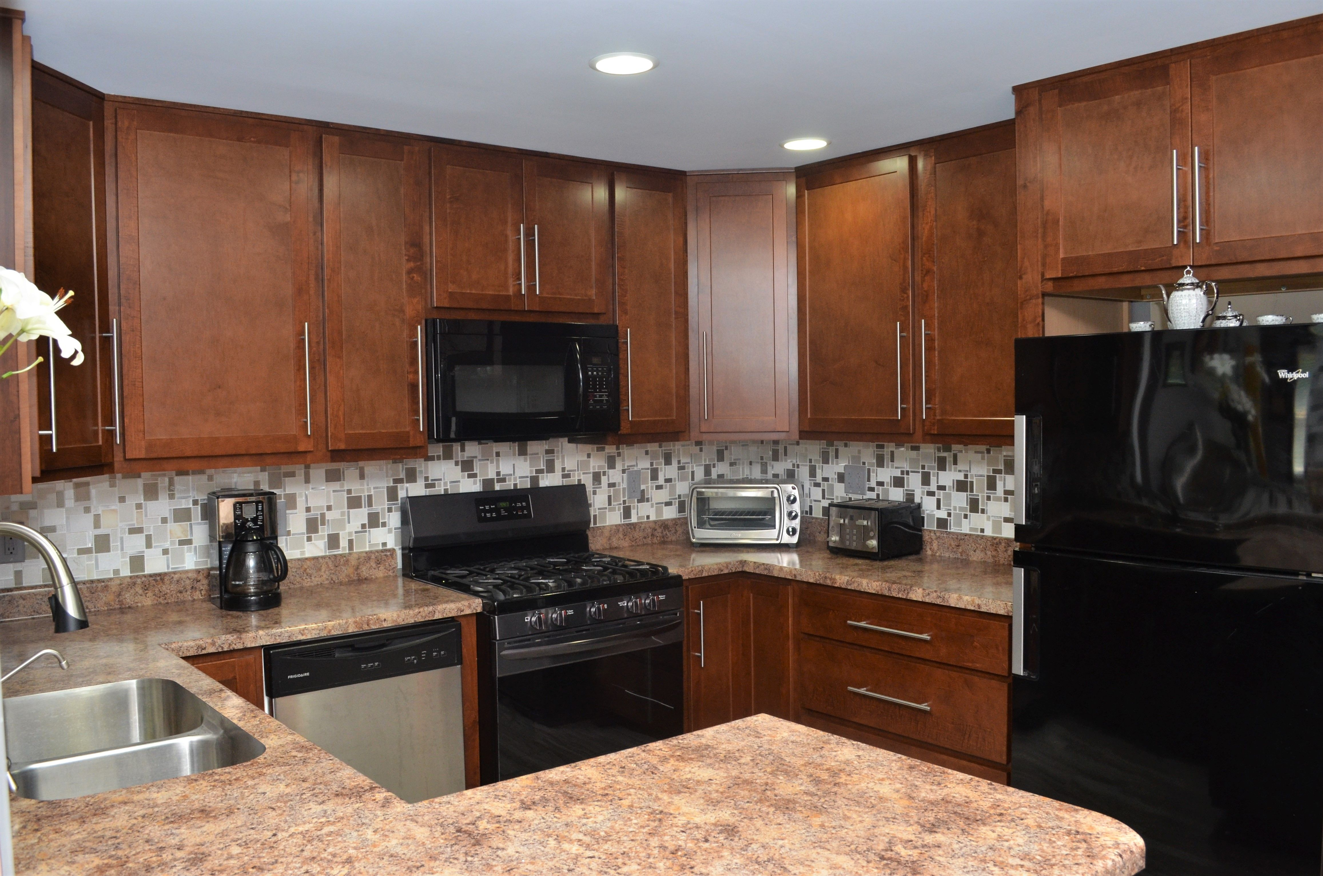 Baileytown Cabintery Wood Species: Maple Cabinet Finish ... on Countertop Colors For Maple Cabinets  id=44656