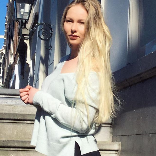 Cashmere jumper with deep V-neckline by @REPEATcashmere styled by @miesjxx #ss17 #spring2017 #cashmere #grey #styleblogger #streetstyle #sweater #stylish #ootd #fashion