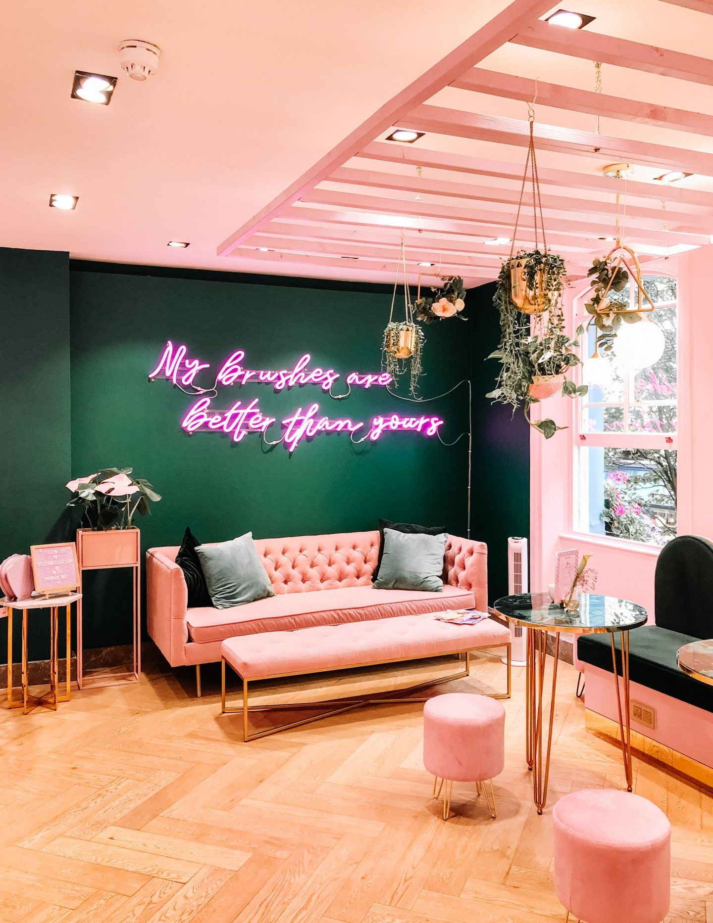 The most popular Instagrammable coffee shops and blogger friendly cafes in London, with pink lattes and floral displays you'll love. Where to have coffee in London, prettiest cafes in London. Pink and rose gold decor inspiration.   Looking for the most instagrammable spots in London? I've picked my favourites.   #Hayleyhall #Londoncafes #prettylondon #instagrammablelondon