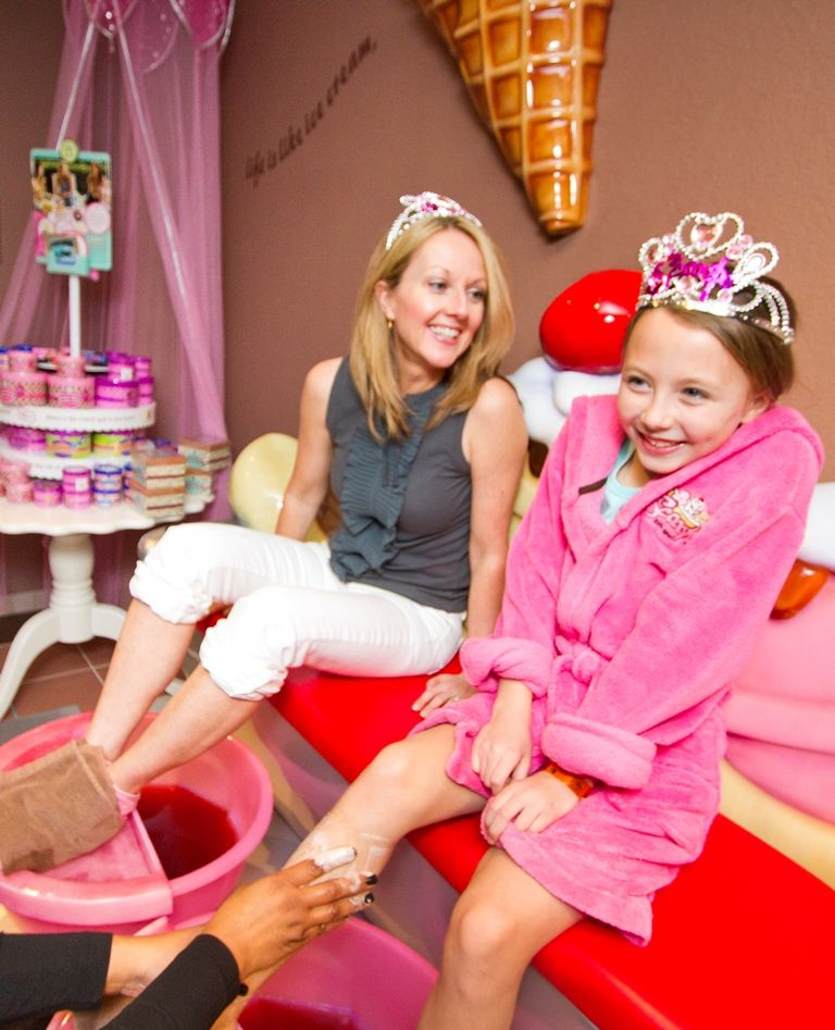 Great Wolf Lodge Bucket List Mother Daughter Pedicures At Scooops Kid Spa In Great Wolf Lodge Kids Spa Birthday Party Places Spa Birthday
