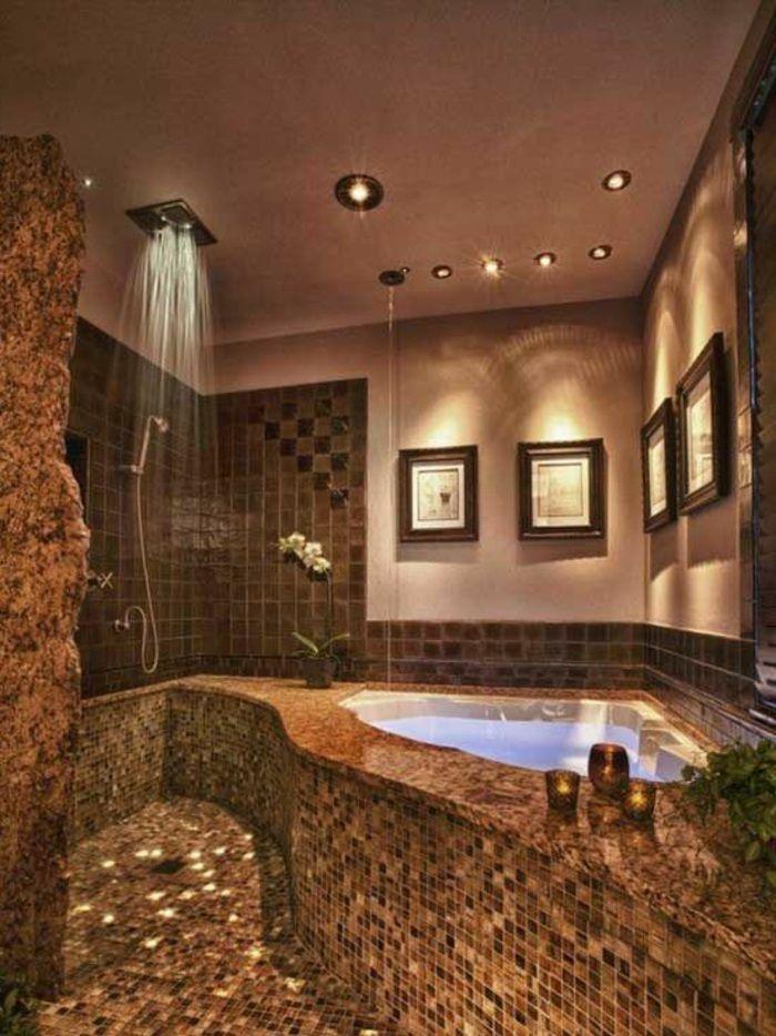 traumbad in braun mit mosaikfliesen, dusche und badewane - kronleuchter für badezimmer