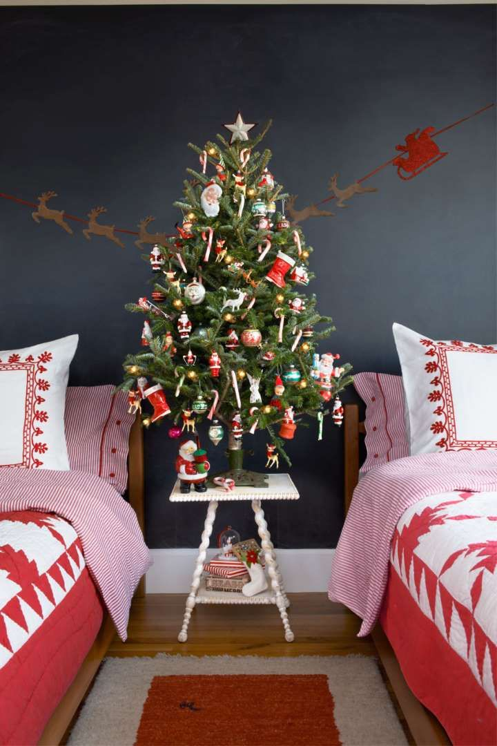 Red and white quilt...perfect for Christmas bedding!