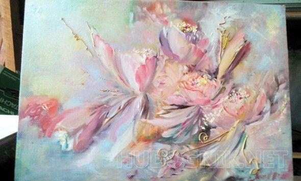 Фиалковая дымка . Картина нежная воздушная ,на картине изображены цветы пионы , прозрачность лепестков ,идеальная композиция в спальню .