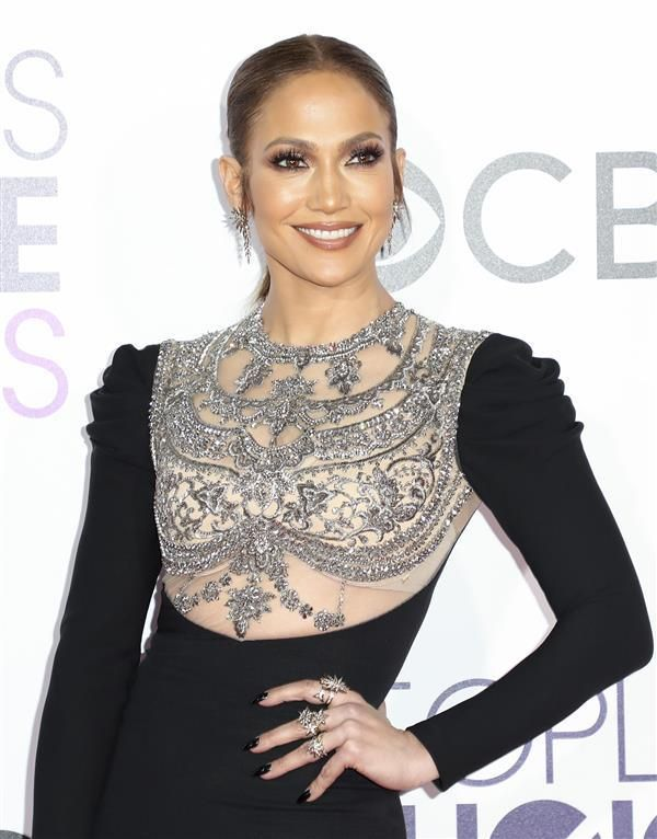 Jennifer Lopez - Fashion hits and misses at the 2017 People's Choice Awards