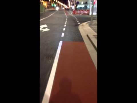 Via ciclável da avenida da Boavista no Porto - perigosidade dupla! http://www.biclanoporto.org/?p=2629