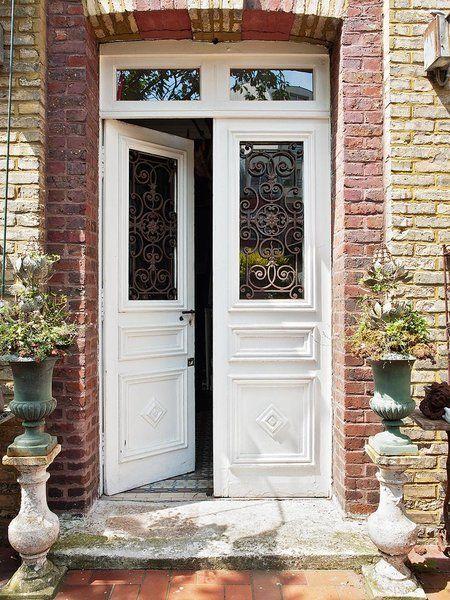 Una casa r stica con toques vintage en 2019 puertas for Entradas de casas rusticas