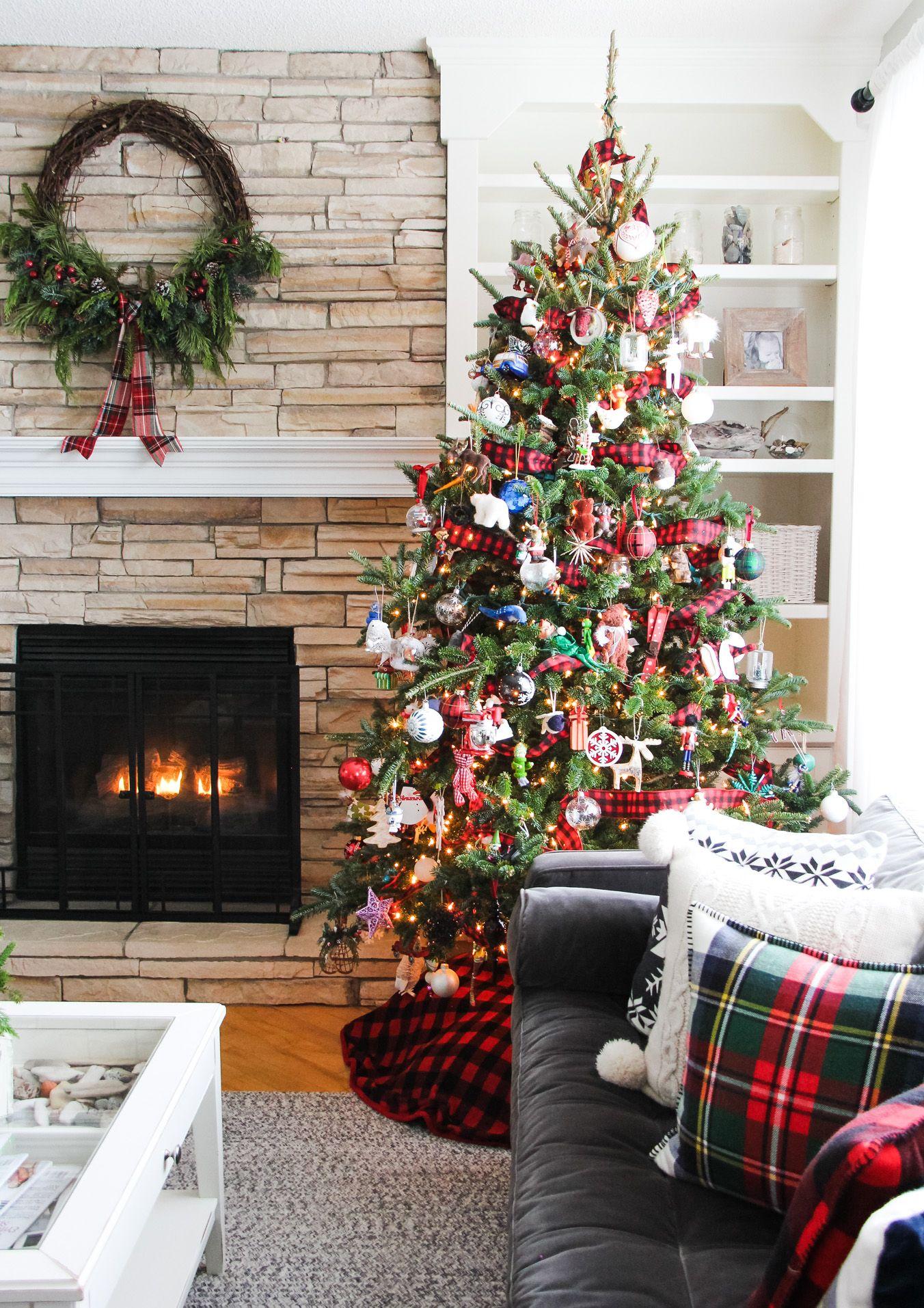 A pretty plaid themed living room for Christmas // Love
