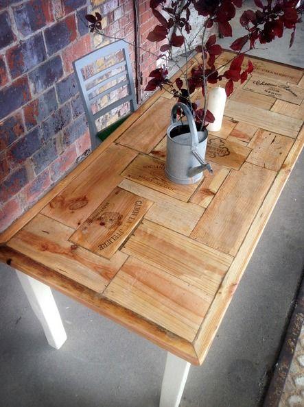 tisch aus baubohlen und weinkisten mischa von fraaiberlin auf tisch pinterest. Black Bedroom Furniture Sets. Home Design Ideas