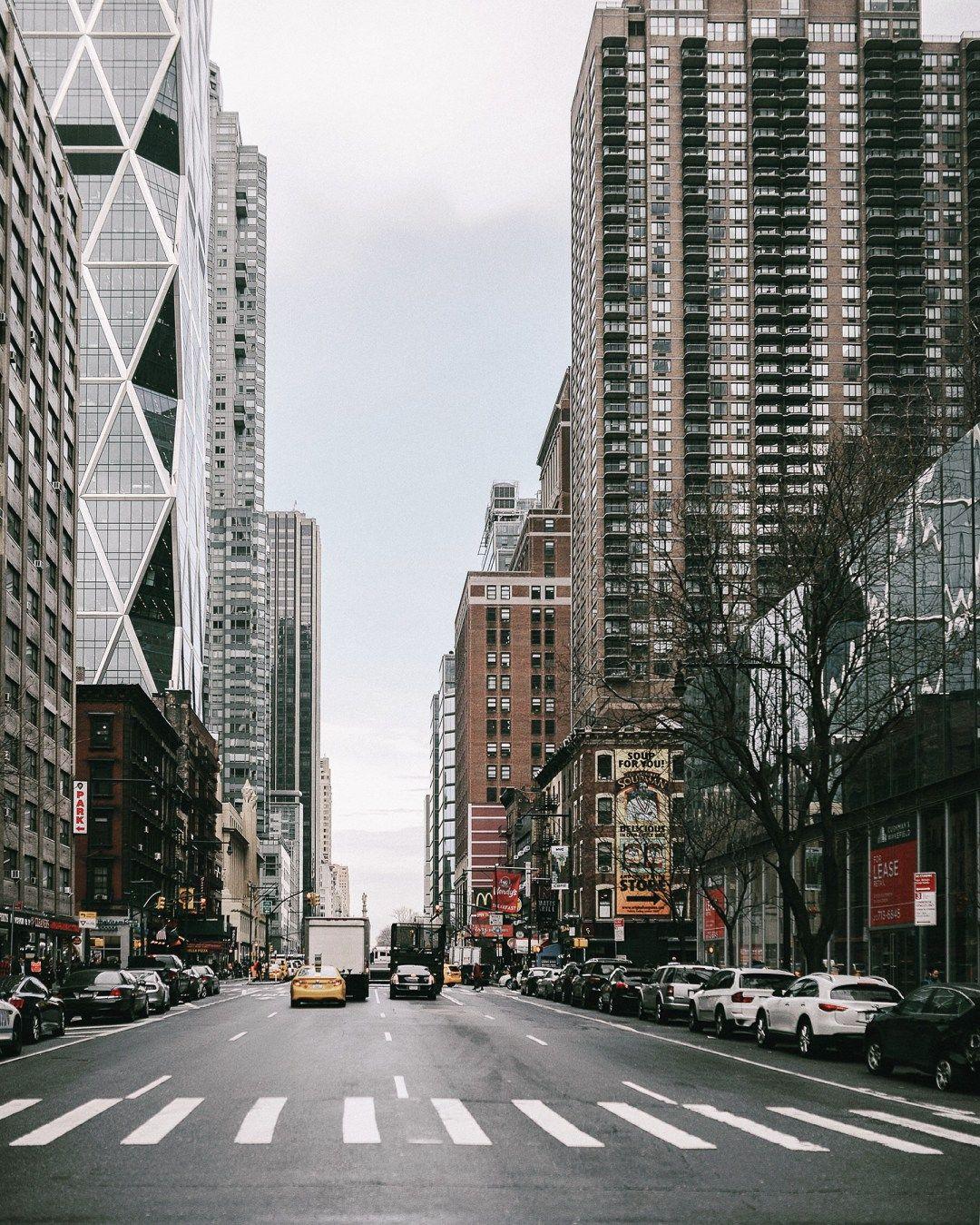 Hustle bustle   #photooftheday #fashionblog #style #nycblogger #nyc #citylife #midtown #concretejungle #skyscrapers #styleblog #aesthetic