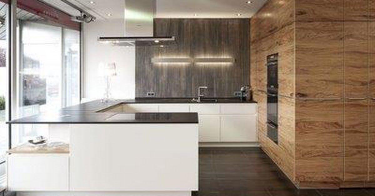 Bax Keuken Met Doorlopend Houtfineer Patroon In Hogekasten