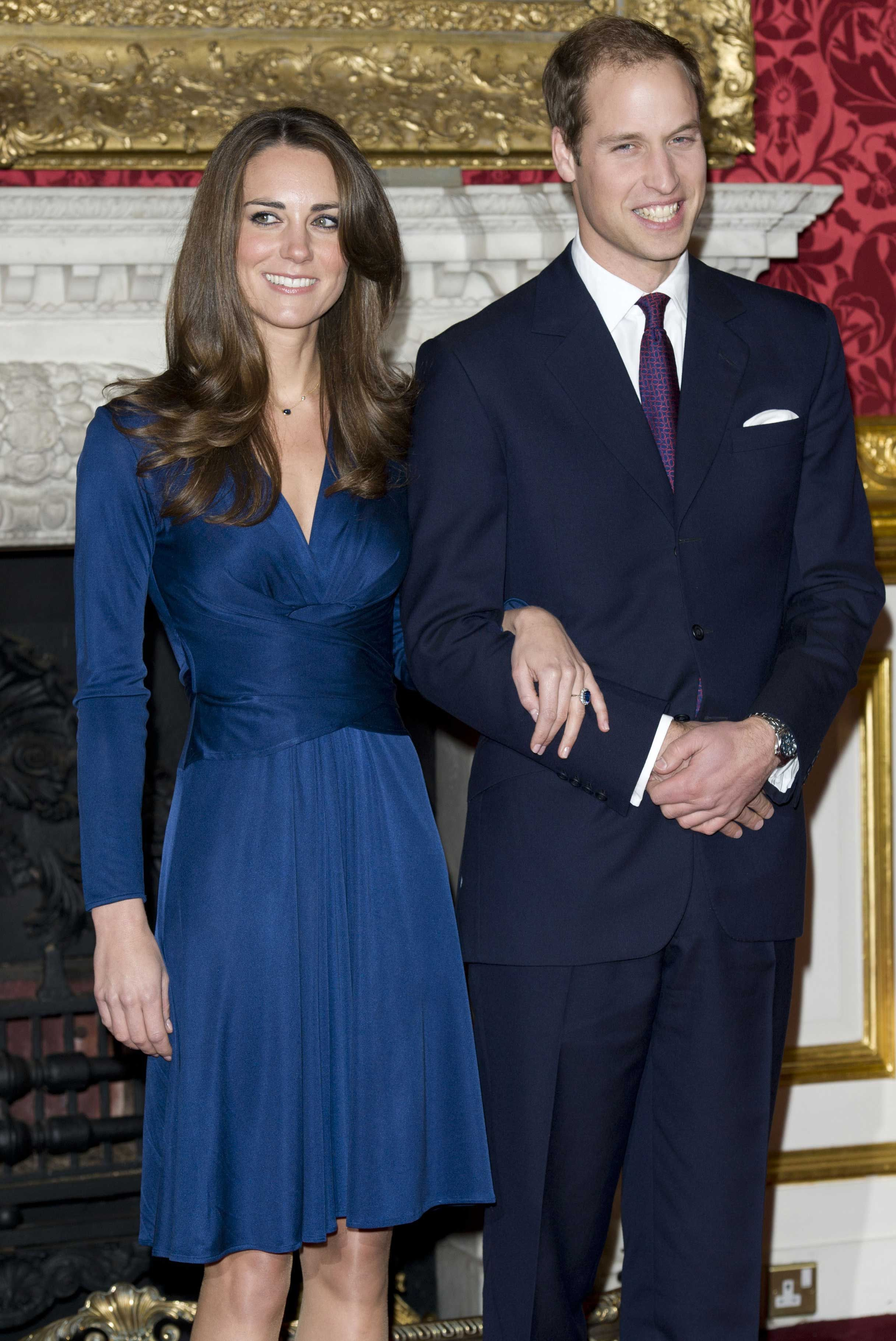 39c67d1d2ca4b Oh my God I just LOVE that royal blue dress.[Kate Middleton & Prince William  announcing their engagement]