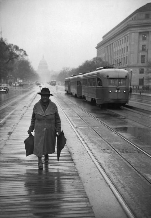 by Henri Cartier-Bresson USA. Washington DC. 1947. --------------- We love streetcars and old photos of the Capitol Building. Here's one from 1947.