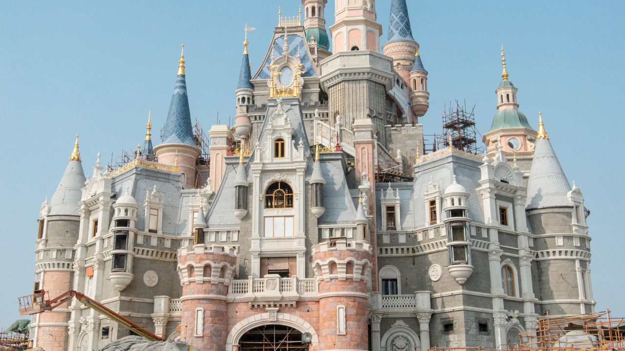 Anybody have a spare ticket to China laying around? It was reported yesterday that Shanghai Disney Resort will be launching a six week trial operation, starting tomorrow. During this run, a group o...