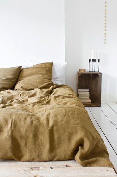 de chambre zen avec table de nuit en caisse de récup
