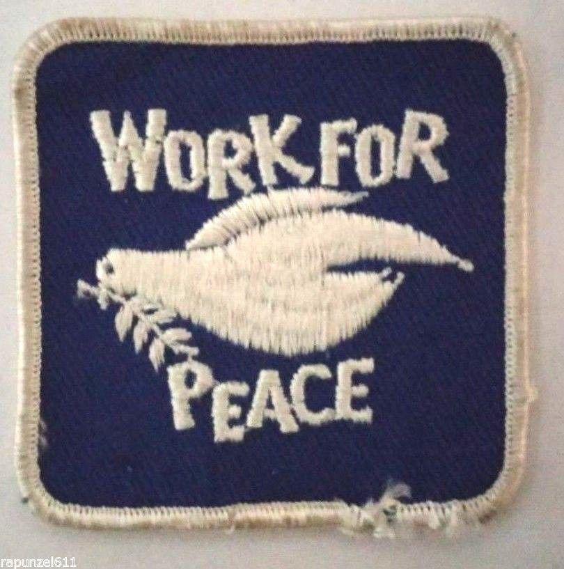1987 Reagan Era Anti-war protest button Bomb morphing into a dove WAGE PEACE