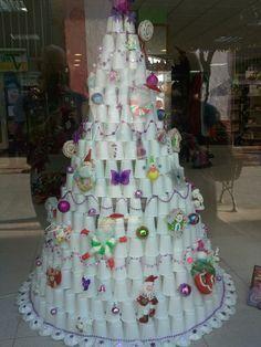 Arbol Navidad Con Vasos Buscar Con Google Navidad Pinterest - Arbol-de-navidad-con-vasos-de-plastico