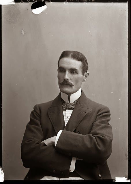 I Chose This Because It Is A Type Of Hairstyle From The 1890s Like What You Wear And Wear What You Like Vintage Vintage Men Vintage Portraits Victorian Men