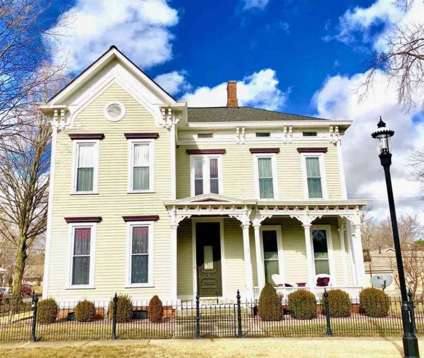 1870 Italianate Poseyville In 279 900 Victorian Homes Exterior Old House Dreams Victorian Homes