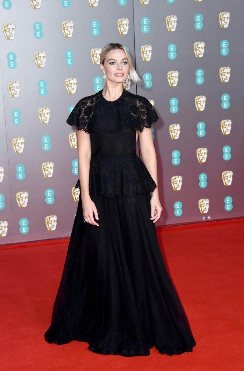 Margot Robbie Wears Elegant Chanel Couture To The 2020 Baftas Bafta Red Carpet Margot Robbie Photos Margot Robbie