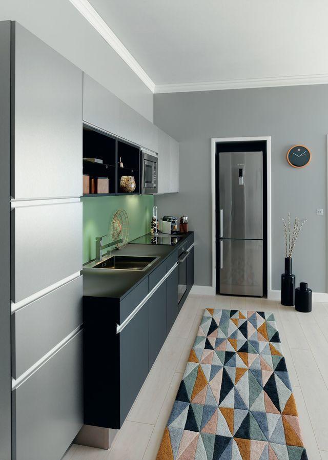 cuisine arpge plan de travail meubles bas et niches en stratifi noir velout